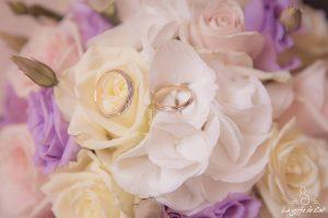 Alliances bouquet mariée