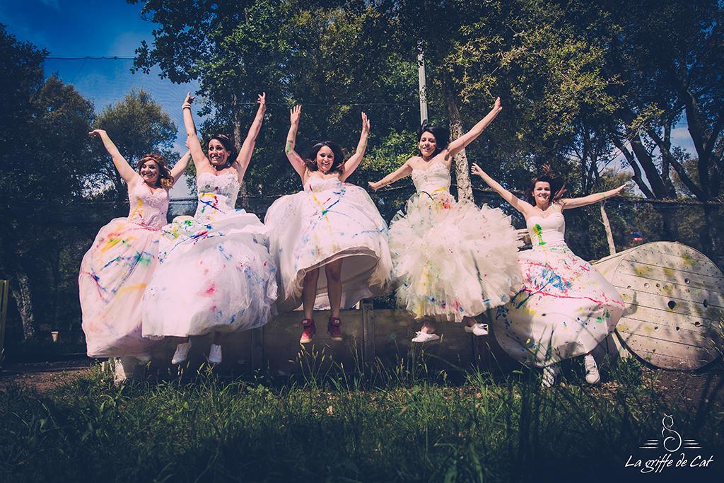 Saut mariées trash the dress collectif